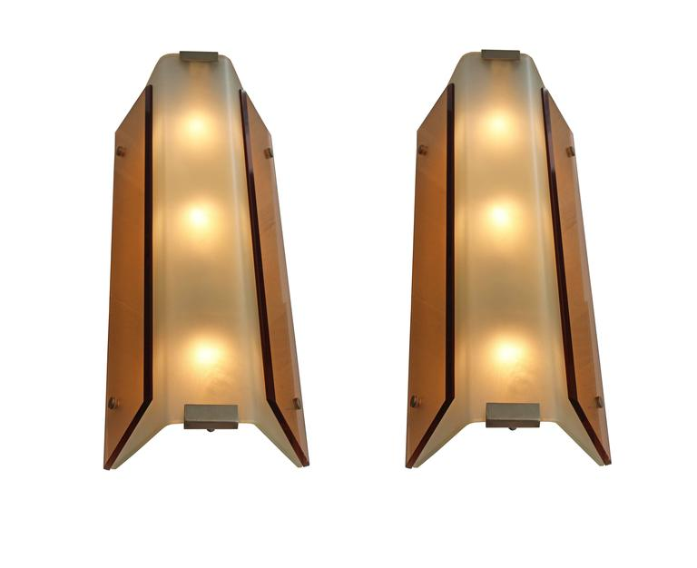 Rare pair of wall lights by Stilnovo In Excellent Condition For Sale In London, GB