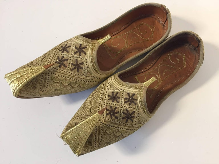 Handcrafted Arabian Embroidered Slippers Shoes For Sale At