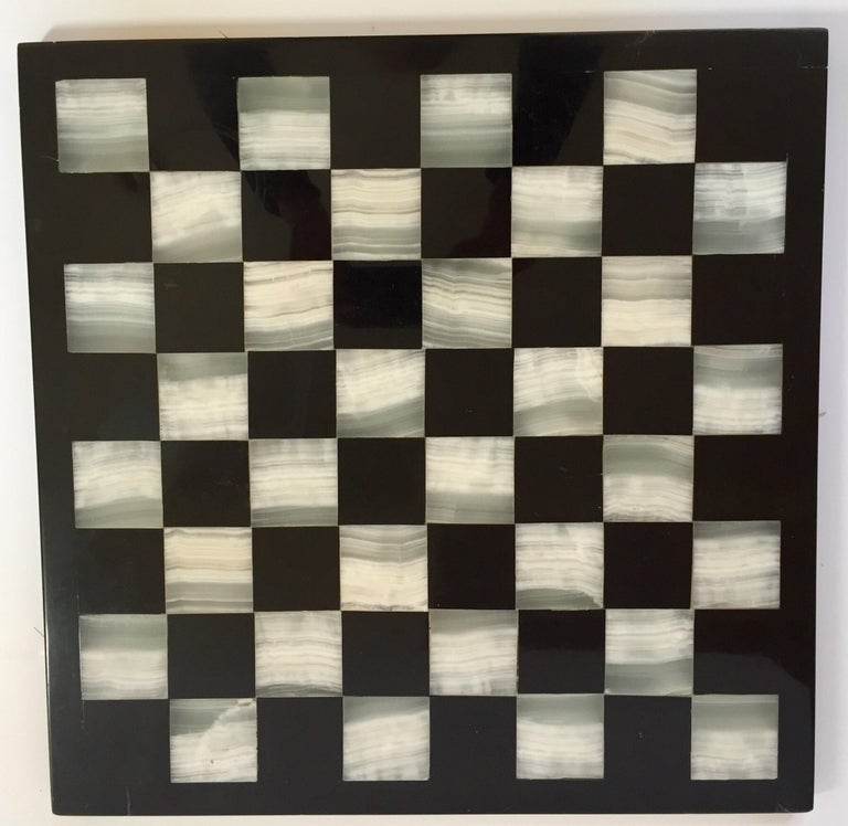 Mid-Century Modern Vintage Marble Chess Board with Hand Carved Black and White Onyx Chess Pieces For Sale