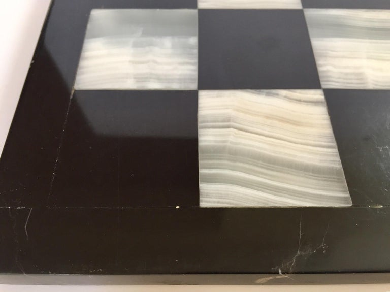 Vintage Marble Chess Board with Hand Carved Black and White Onyx Chess Pieces In Good Condition For Sale In Los Angeles, CA