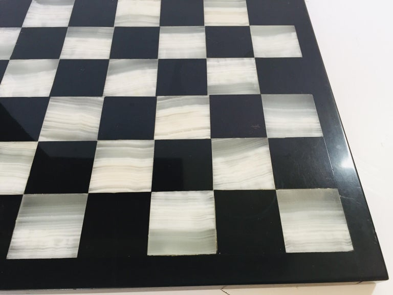 Vintage Marble Chess Board with Hand Carved Black and White Onyx Chess Pieces For Sale 1