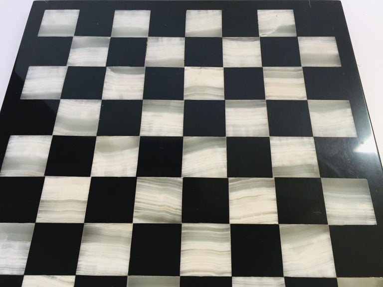 Vintage Marble Chess Board with Hand Carved Black and White Onyx Chess Pieces For Sale 2