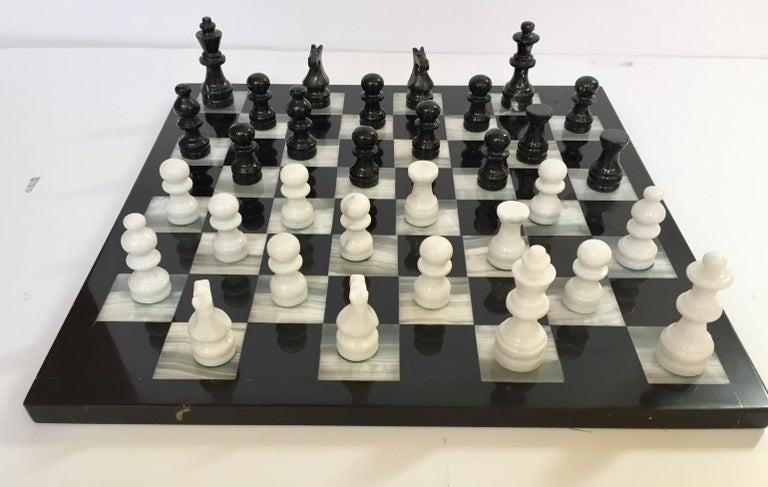 Vintage Marble Chess Board with Hand Carved Black and White Onyx Chess Pieces For Sale 3