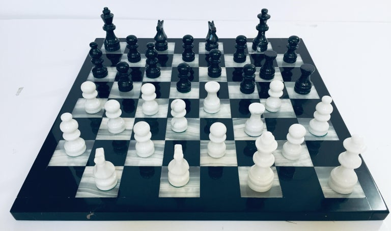 Vintage Marble Chess Board with Hand Carved Black and White Onyx Chess Pieces For Sale 9