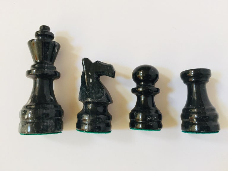 Vintage Marble Chess Board with Hand Carved Black and White Onyx Chess Pieces For Sale 5