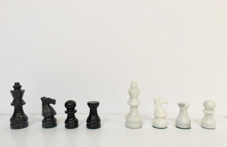 Vintage Marble Chess Board with Hand Carved Black and White Onyx Chess Pieces For Sale 6