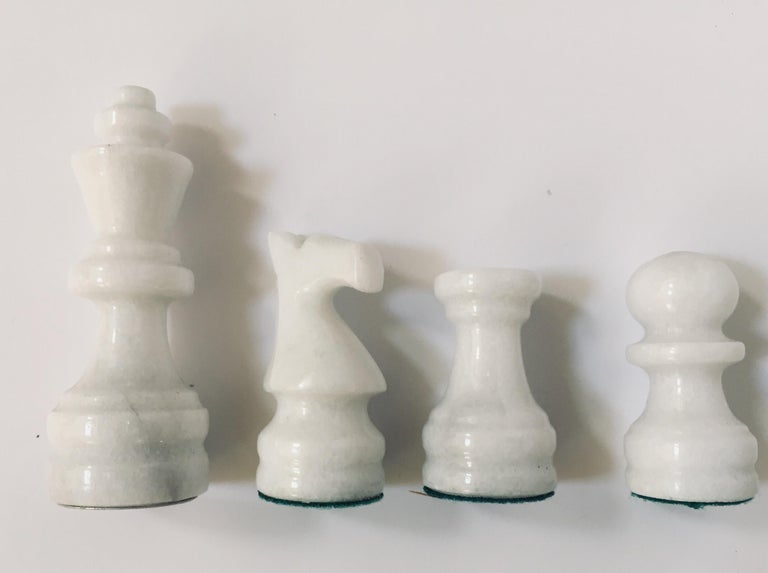 Vintage Marble Chess Board with Hand Carved Black and White Onyx Chess Pieces For Sale 7
