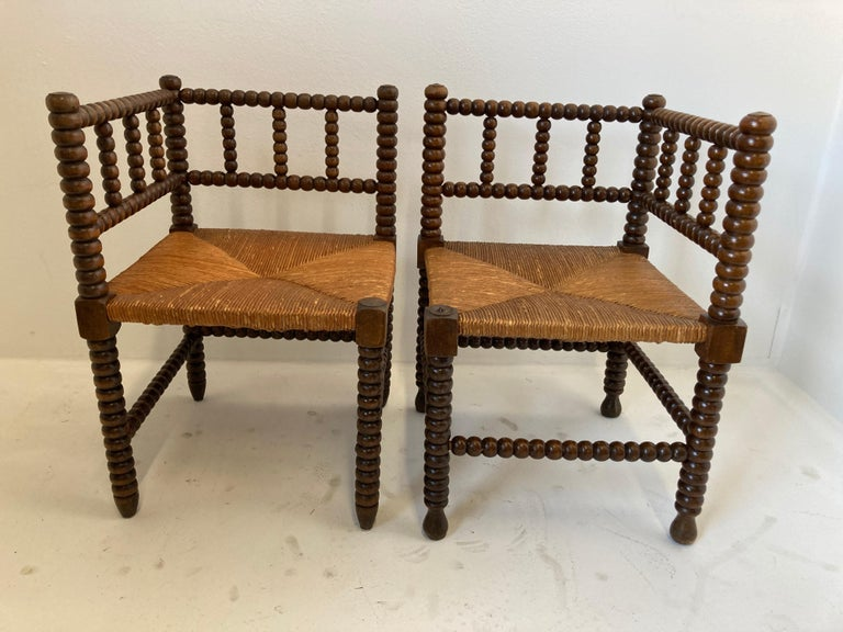 French Rush-Seat Corner Chairs in Turned Oak and Cane, France For Sale 13