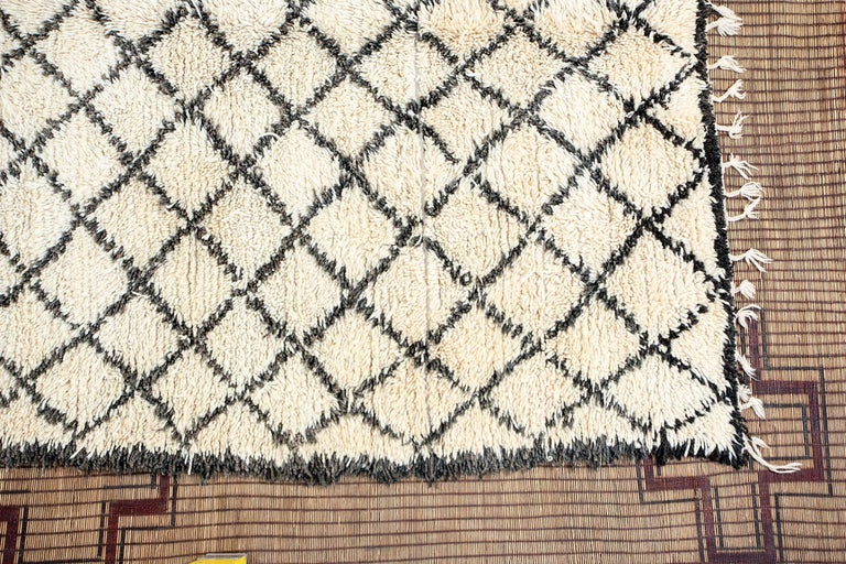 Hand-Woven Vintage Midcentury Beni Ouarain Moroccan African Rug For Sale