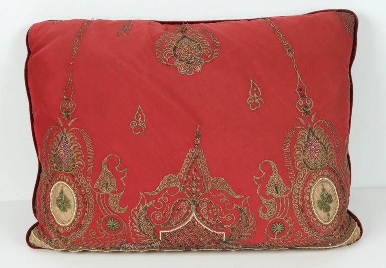 Pair of Antique Turkish Ottoman Silk Pillows with Metallic Threads In Good Condition For Sale In Los Angeles, CA