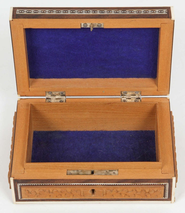 Anglo-Indian Vizagapatam Jewelry Inlaid Sadeli Box In Good Condition For Sale In North Hollywood, CA