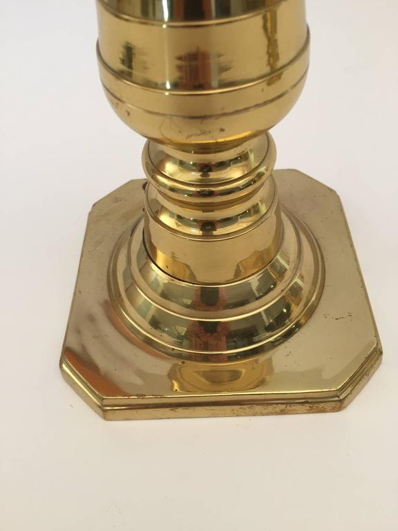 English Pair of Victorian Polished Brass Candlesticks For Sale