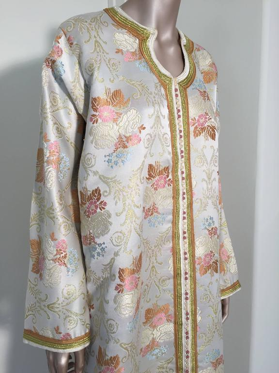 Moroccan Kaftan in Lame Brocade Fabric Size L to XL In Good Condition For Sale In North Hollywood, CA