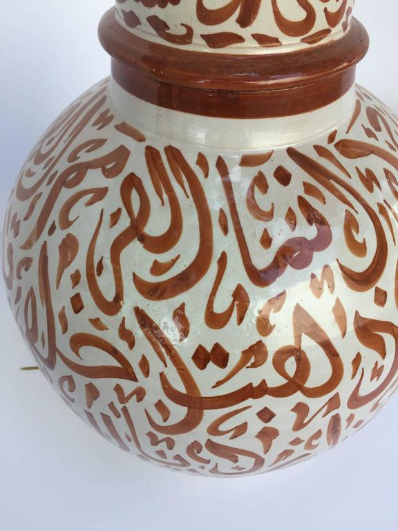 Moroccan Ceramic Lidded Urn from Fez with Arabic Calligraphy Writing In Good Condition For Sale In North Hollywood, CA