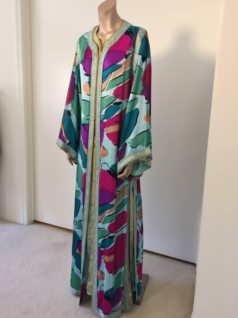 Elegant Moroccan luxury silk caftan gown two pieces set. This is a two pieces set, a turquoise maxi dress with a silk top polychrome and turquoise embroidered trim. You can wear the two pieces together or separate. Silk fabric in Emilio Pucci style