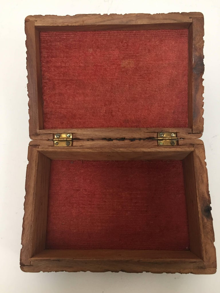 Anglo Raj Hand-Carved Decorative Jewelry Box For Sale 3