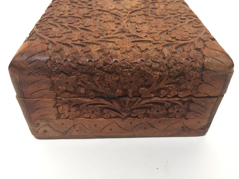 20th Century Anglo Raj Hand-Carved Decorative Jewelry Box For Sale