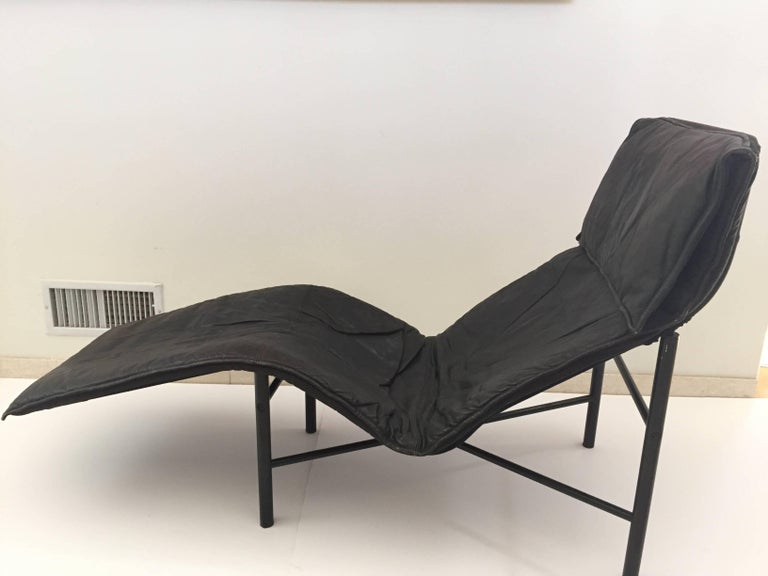 Tord bjorklund chaise longue in black leather 1970 for for Black leather chaise sale