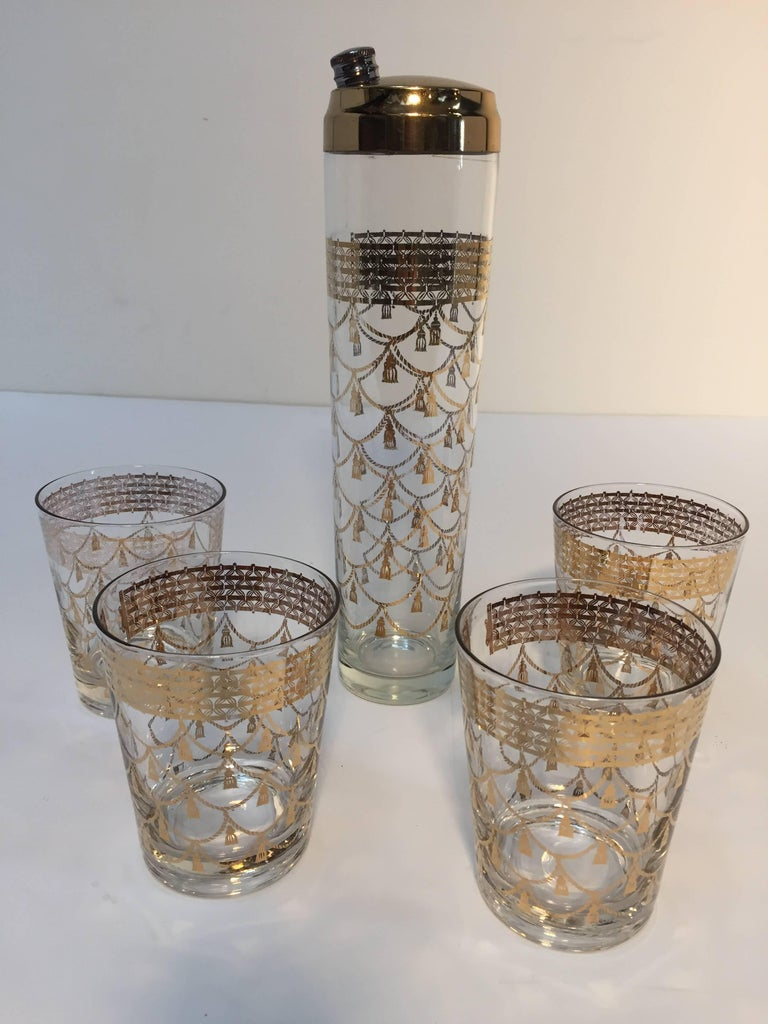 Hollywood Regency Vintage Culver Cocktail Set of Barware Glasses and Cocktail Shaker 22 Karat Gold For Sale