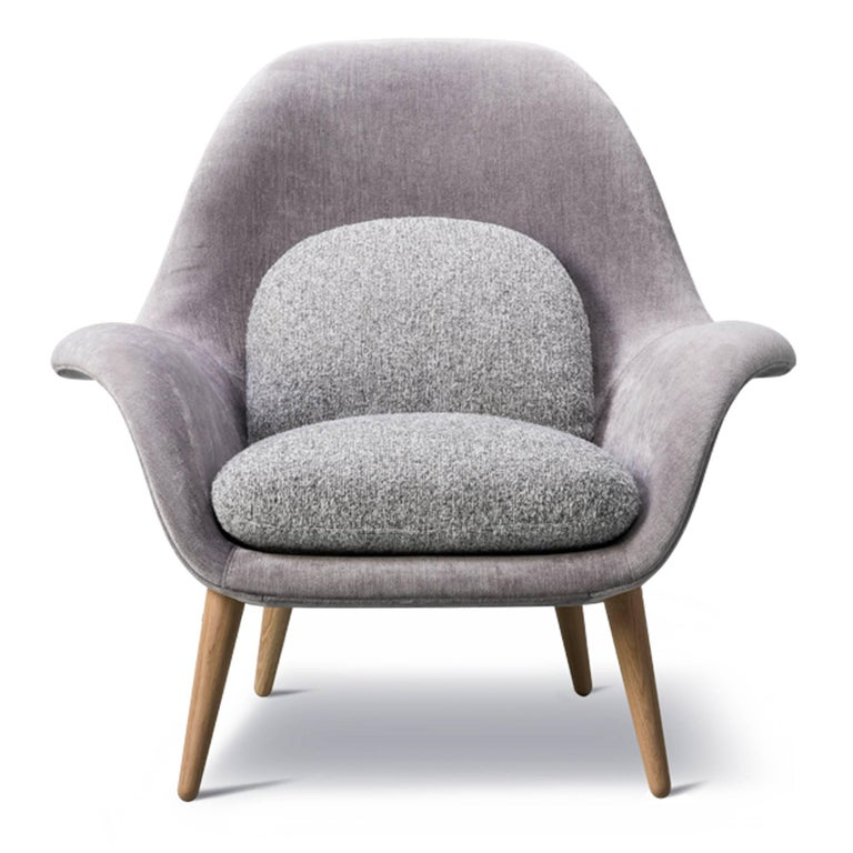 The Swoon chair was designed to fill the gap between a conventional lounge chair and a typical armchair – for use in lounge areas as well as private homes. The organic, yet structured design holds the seated body and provides an instant feeling of