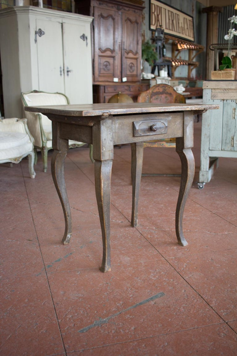 Antique French Louis XV Side Table In Good Condition For Sale In Calgary, Alberta