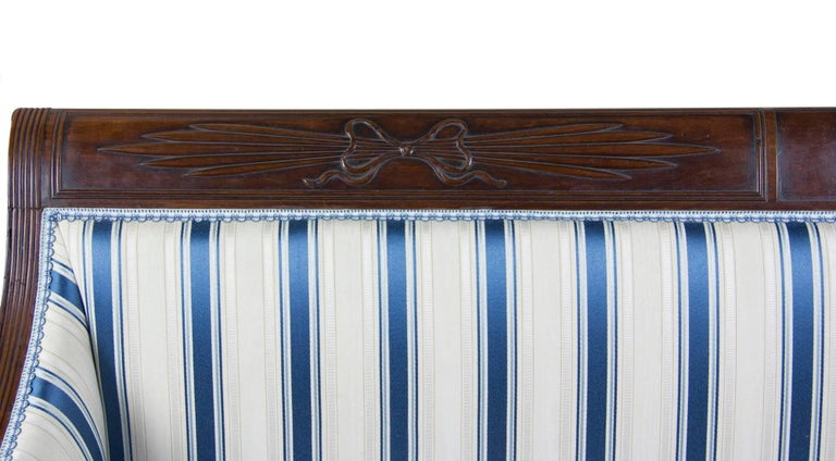 American Classical / Federal / Sheraton Carved Mahogany Phyfe Sofa, New York, circa 1810 For Sale