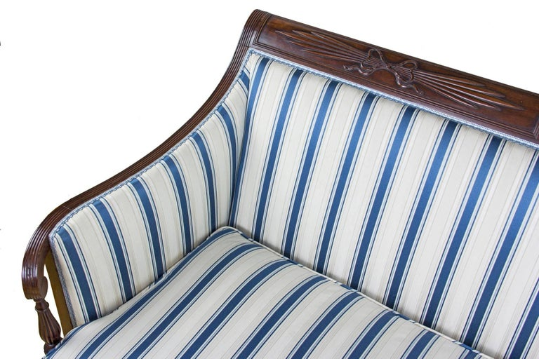 Classical / Federal / Sheraton Carved Mahogany Phyfe Sofa, New York, circa 1810 In Excellent Condition For Sale In Providence, RI