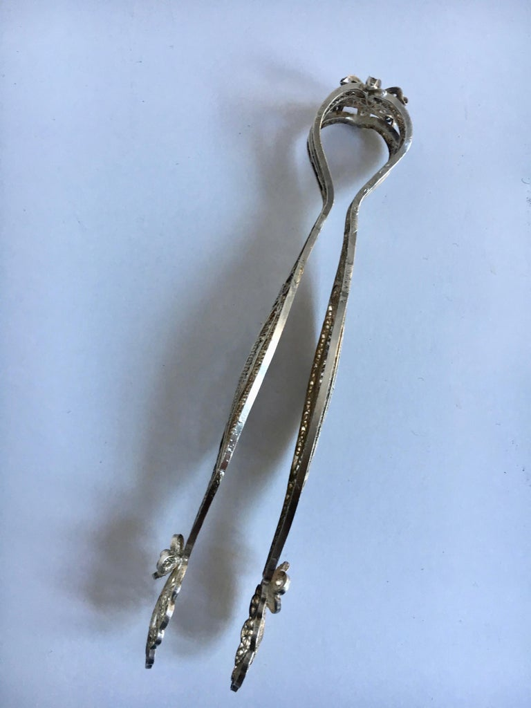 Silver Filigree Sugar Cube Tongs In Good Condition For Sale In Los Angeles, CA