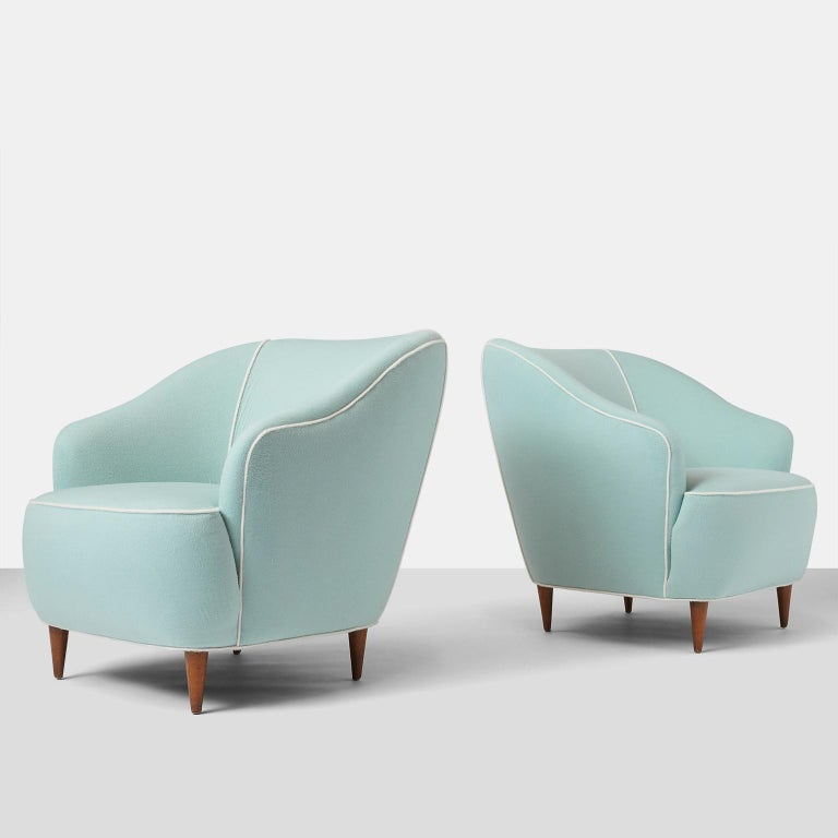 Pair of club chairs by Gio Ponti for Casa Giardino. A pair of lounge chairs designed by Gio Ponti for Casa Giardino in Italy, circa 1938. The chairs have been completely restored in a luxurious Prima Alpaca from Sandra Jordan with contrast alpaca