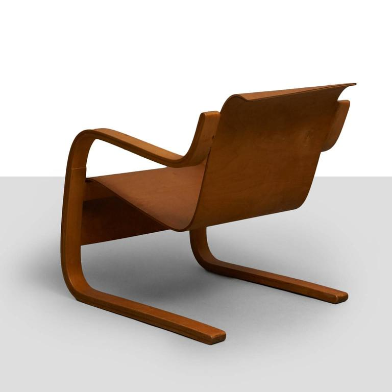 Alvar Aalto cantilever chair, model 31. A very rare 1st edition model 31 lounge chair by Alvar Aalto in birch plywood with a floating back silhouette. Museum quality. Finland, circa 1930s.