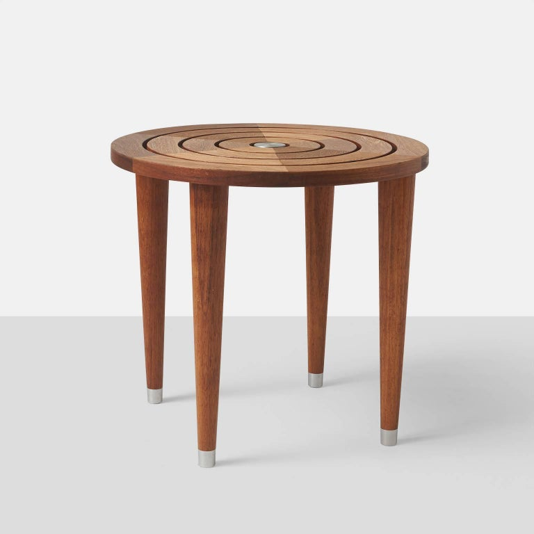 Target table in solid teak