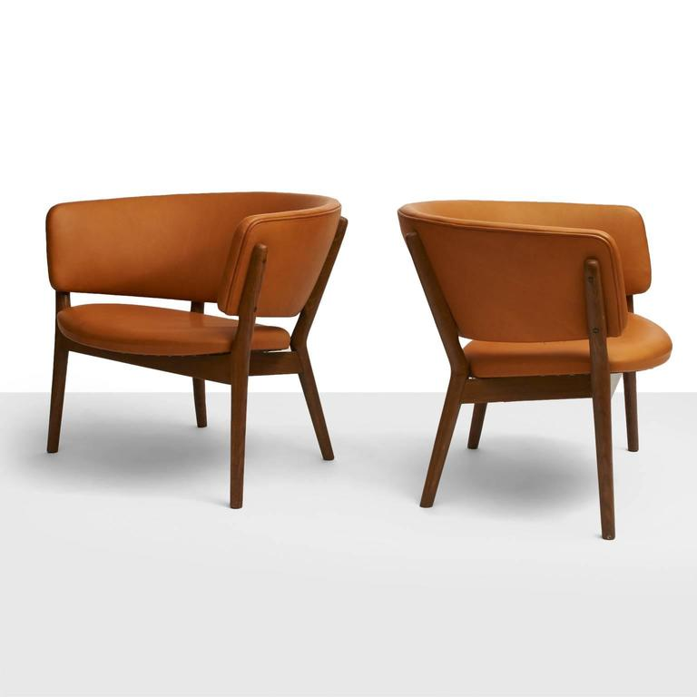 A pair of model ND83 lounge chairs. Oak frame and reupholstered in a soft, cognac aniline leather. Designed in 1952. Produced by Willadsen Møbelfabrik.