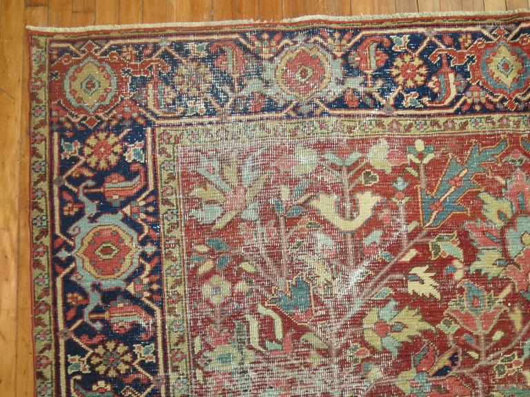 Shabby Chic Antique Persian Heriz Rug In Good Condition For Sale In New York, NY