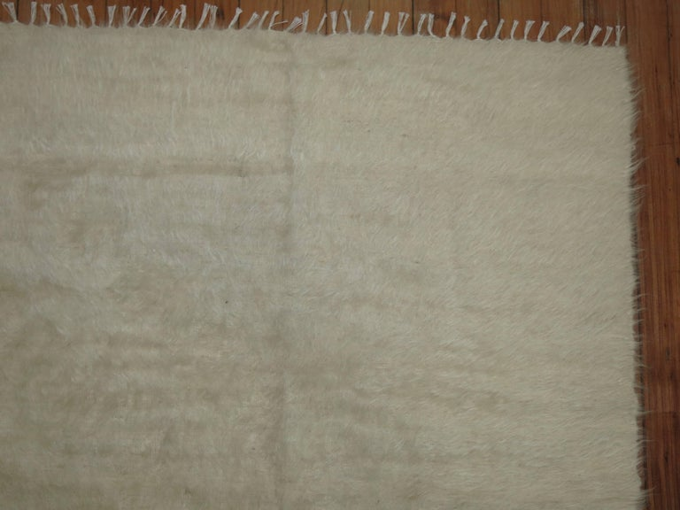 Ivory Vintage Mohair Rug In Excellent Condition For Sale In New York, NY