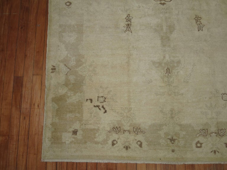 Vintage Turkish Oushak Rug In Excellent Condition For Sale In New York, NY
