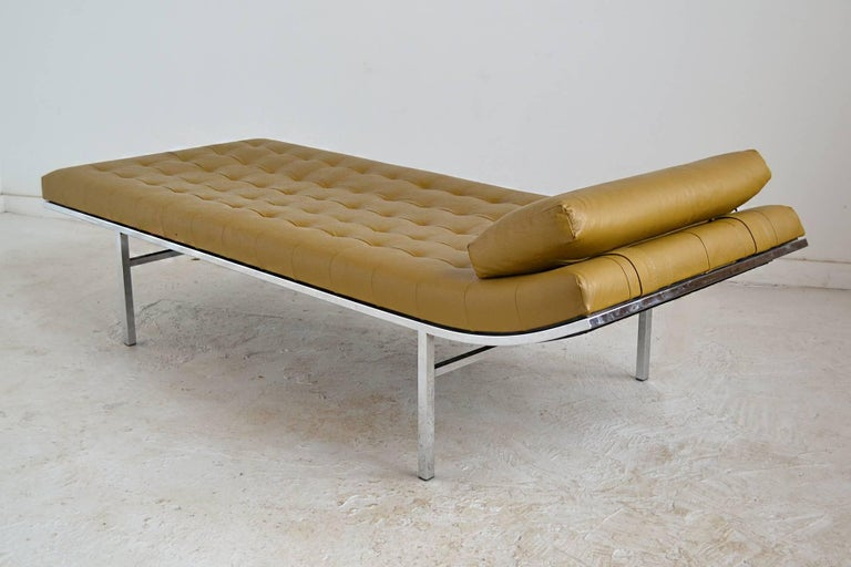 Jules Heumann Chaise by Metropolitan In Good Condition For Sale In Highland, IN