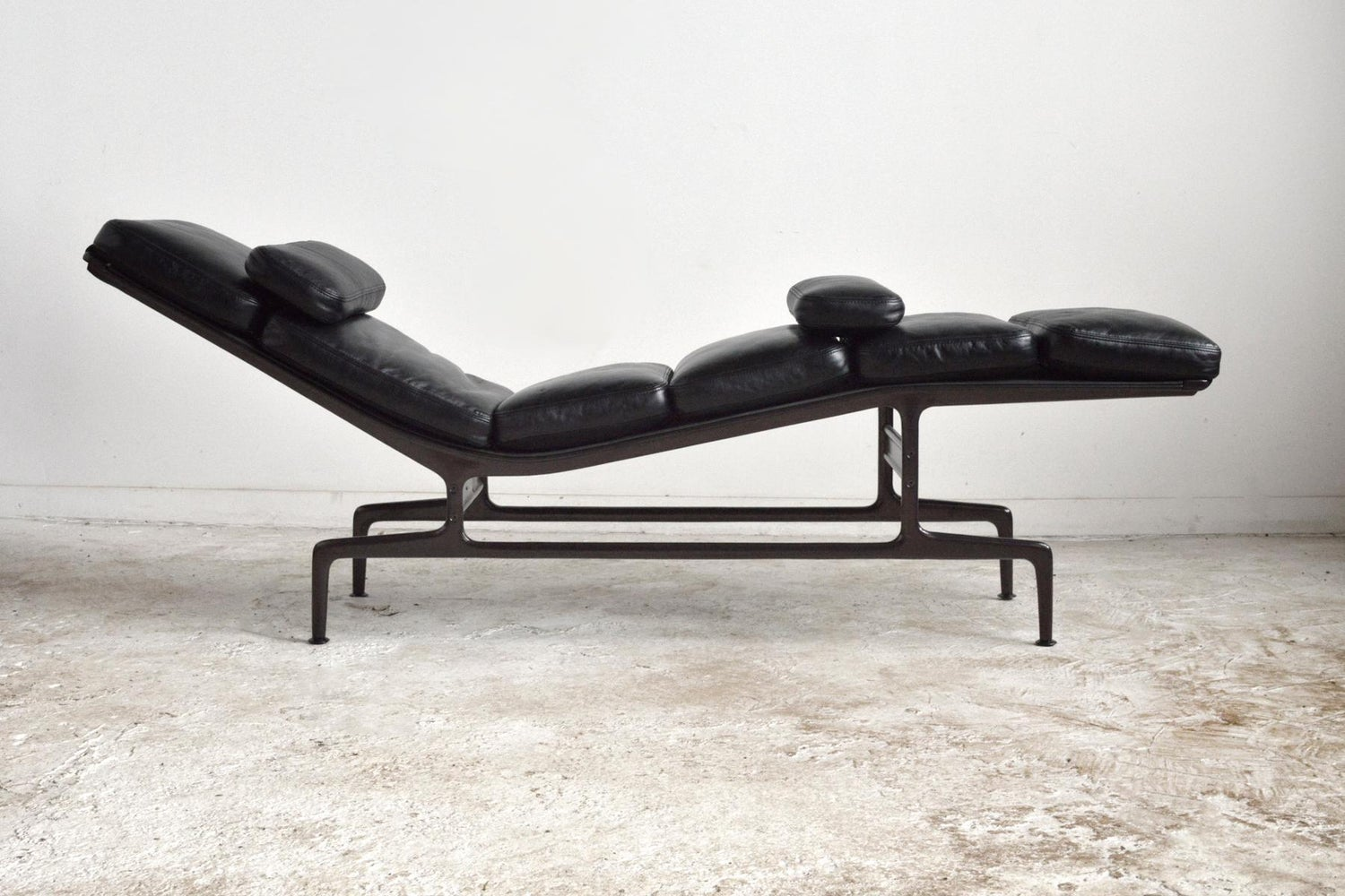 Eames Billy Wilder Chaise Lounge By Herman Miller For Sale At 1stdibs