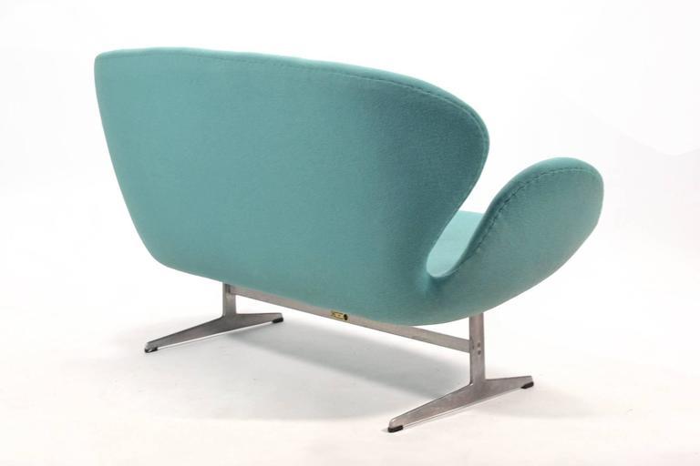 Aluminum Arne Jacobsen Swan Sofa by Fritz Hansen For Sale