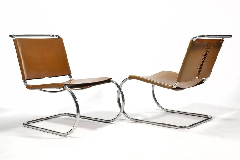 Mies van der Rohe Pair of MR Lounge Chairs In Excellent Condition For Sale In Highland, IN