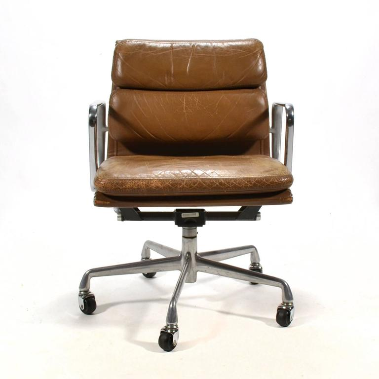 Eames Aluminium Group Soft Pad Management Chair by Herman Miller 3