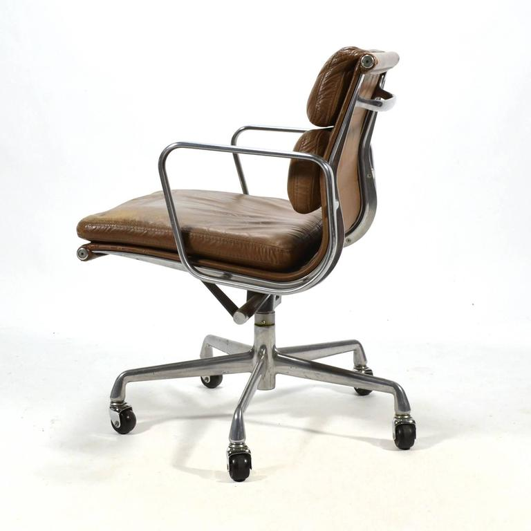 Eames aluminium group soft pad management chair by herman for Herman miller eames aluminum group management chair