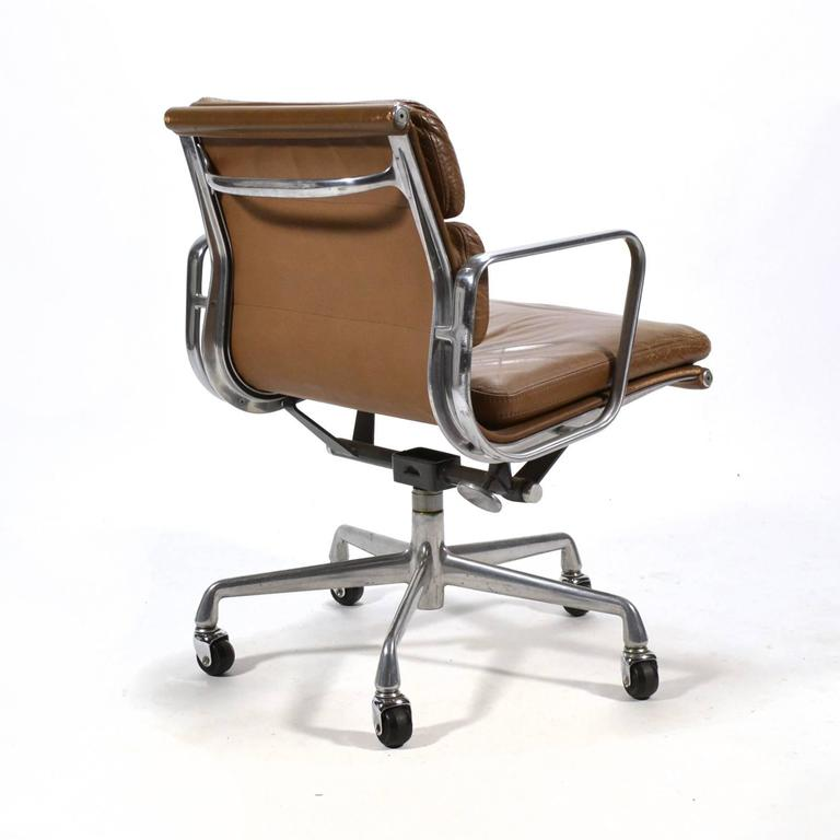 Eames Aluminium Group Soft Pad Management Chair by Herman ...