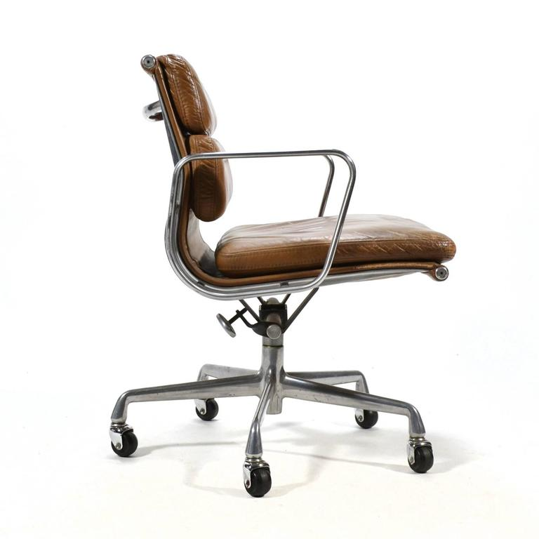 Eames Aluminium Group Soft Pad Management Chair by Herman Miller 7