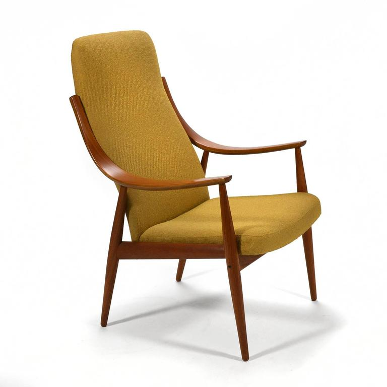 A beautiful design by Hvidt and Mølgaard-Nielsen, this chair has elegant lines and is impeccably constructed. Light and airy, the chair is very comfortable with both lumbar and head support.