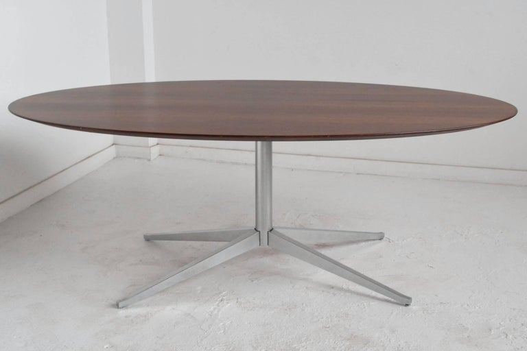 Mid-Century Modern Florence Knoll Rosewood Elliptical Dining or Conference Table For Sale