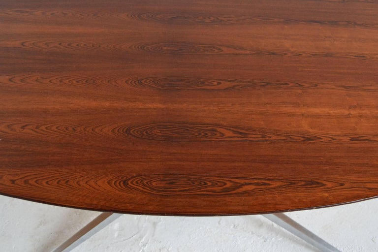 Florence Knoll Rosewood Elliptical Dining or Conference Table In Good Condition For Sale In Highland, IN