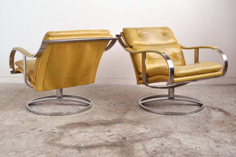 Leather Pair of Gardner Leaver Lounge Chairs by Steelcase For Sale