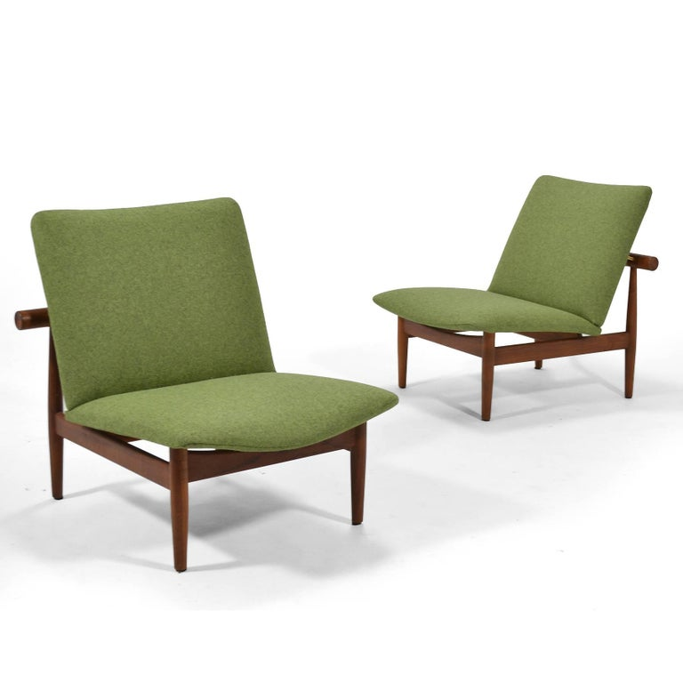 Finn Juhl Pair of Japan Chairs by France & Søn For Sale 3