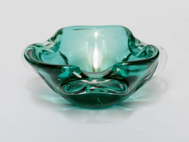 Italian Seguso Mid-Century Murano Bowl in Emerald Green For Sale