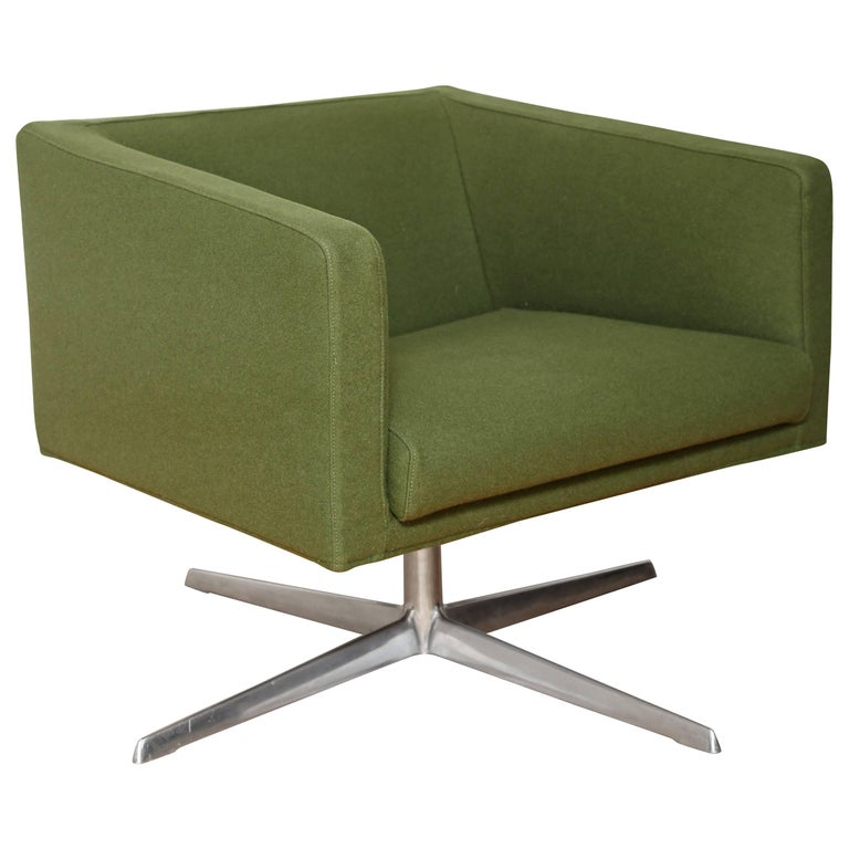 Mid-Century Modern Style Swivel Lounge Chair by Verzelloni